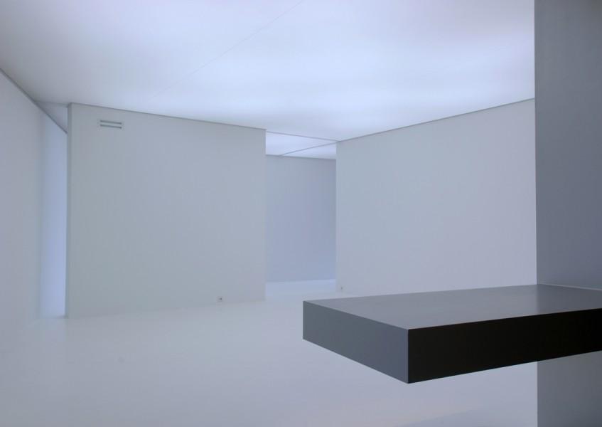 architectuur interieur wit strak contrast galerie