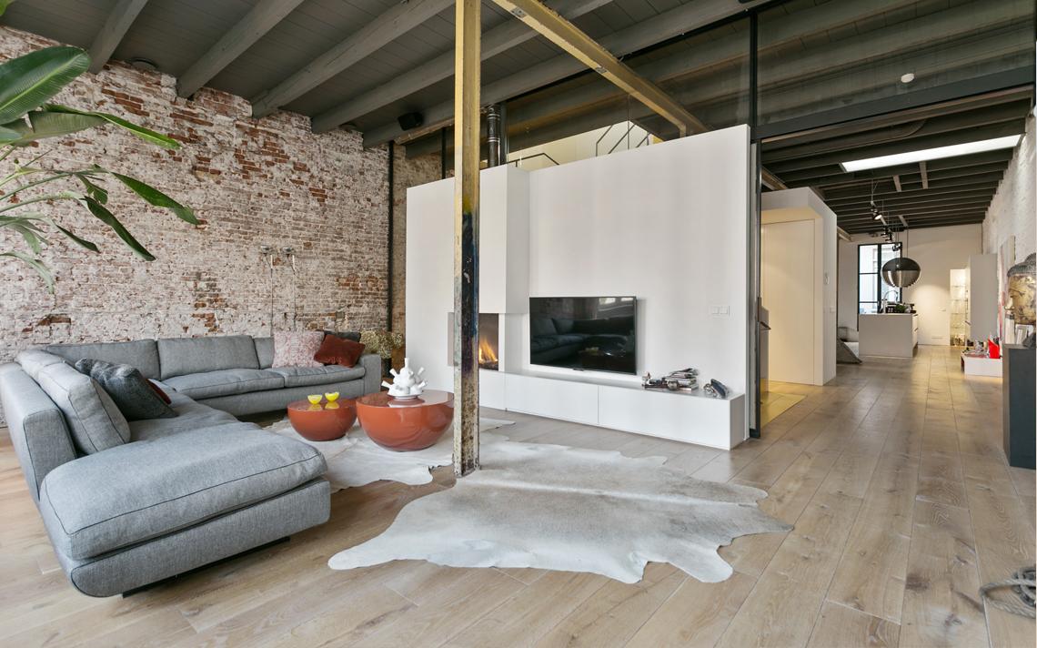 haard en schuifdeur herbestemming pakhuis tot loftwoning door architect Thomas Kemme