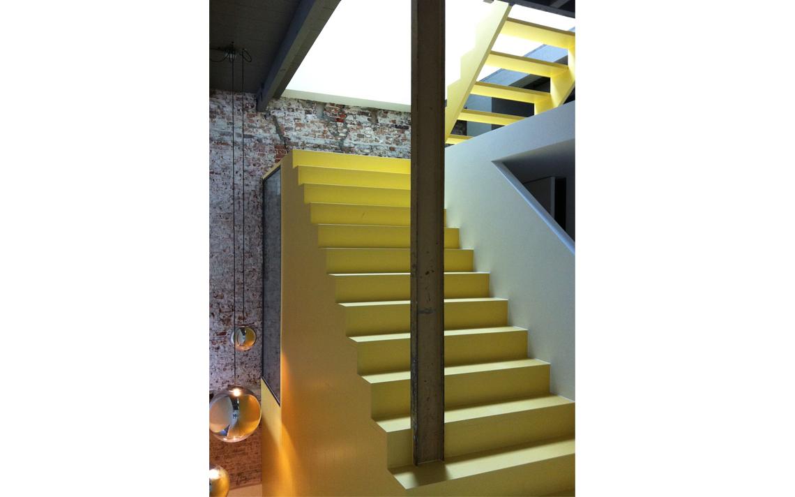 trap herbestemming pakhuis tot loftwoning door architect Thomas Kemme