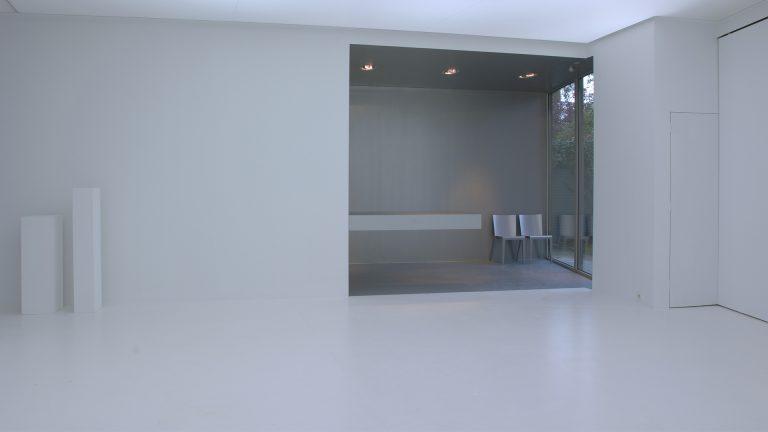 architectuur interieur modern schuifwand wit minimalistisch