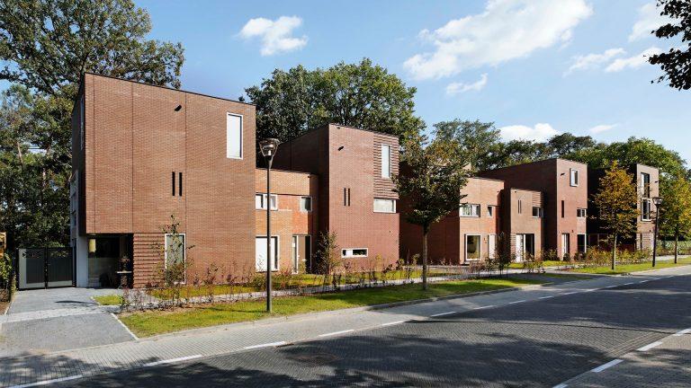 Thomas Kemme architecten baksteen rood bomen concept