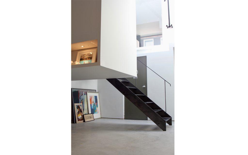 architectuur trap interieur staal lagen
