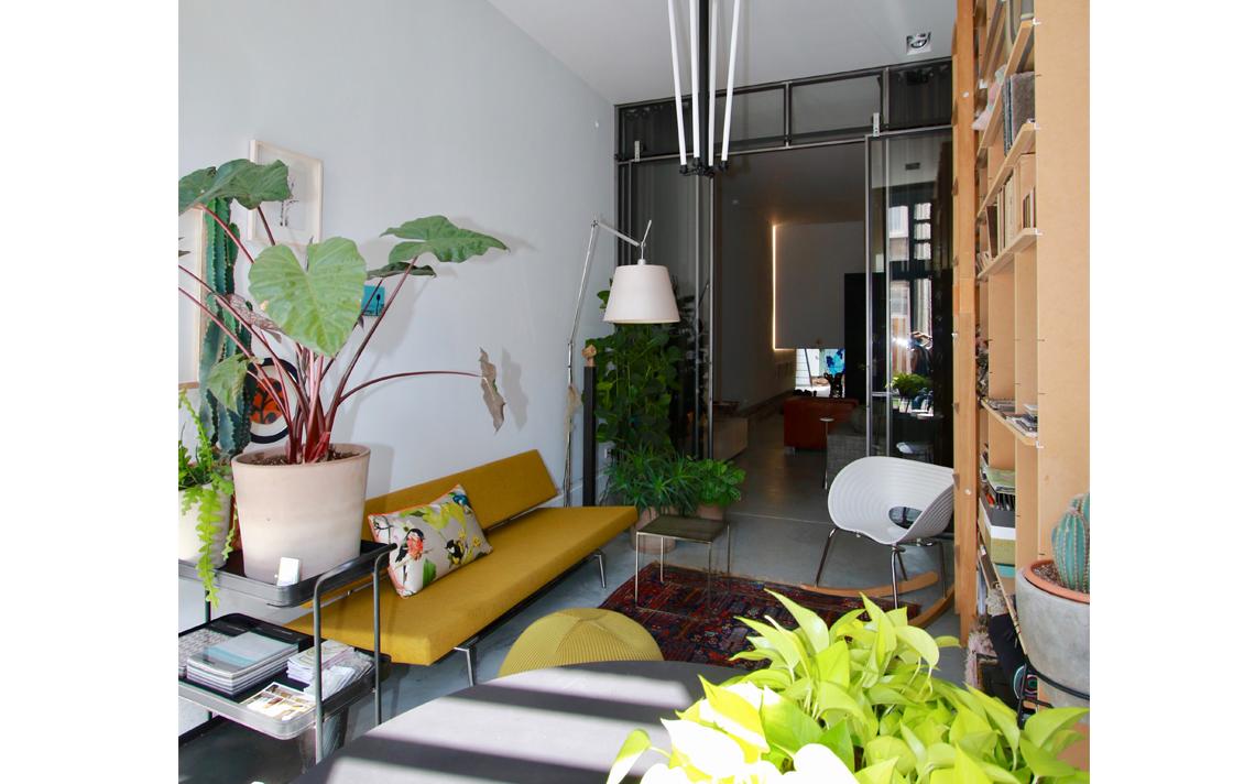 architectuur interieur doorgang voorkamer gele bank