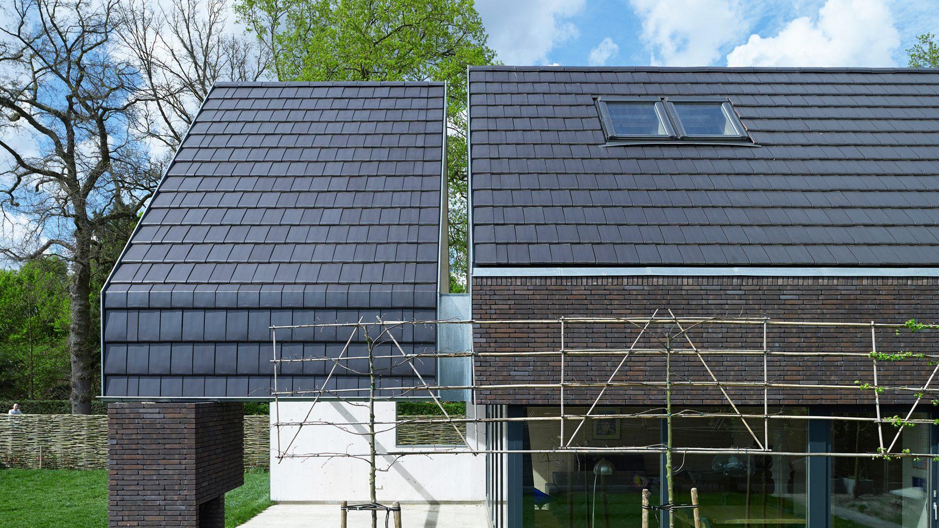 architectuur dakpan baksteen dak detail passief bouwen